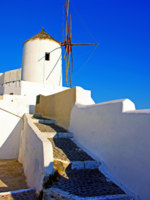 Клуб путешествий Павла Аксенова. Греция. Остров Санторини. Windmills of romantic Santorini. Фото Maugli - Depositphotos