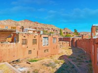 Иран. Деревня Абьяни. Panorama of ancient adobe Abyaneh village, located on the mountain slope of Karkas mountain, Iran. Фото efesenko-Depositphotos
