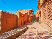 Иран. Деревня Абьяни. The street of the ancient mountain village, popular for its red earthen houses, located in Karkas mountains, Abyaneh, Iran. Фото efesenko-Deposi