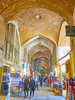 Иран. Большой базар Исфахана. The narrow long corridor of textile department of Grand Bazaar with old brick vault in Isfahan. Фото efesenko-Deposit
