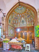 Иран. Базар Исфахана. The stunning portal of Persia Trade Center in Isfahan Grand Bazaar, decorated with fine tile patterns, stained glass. Фото efesenko - Deposit