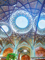 Иран. Большой базар Исфахана. Interior of historic money changers' market - Timche-ye Malek, located in Grand Bazaar in Isfahan. Фото efesenko - Depositphotos