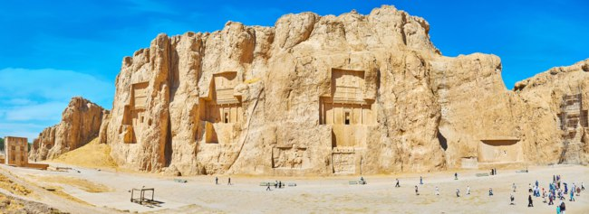 Иран. Накше-Рустам. Panorama of the cliff with carved tombs of ancient Persian rulers, known as Necropolis of Naqsh-e Rustam in Naqsh-e Rustam. Фото efesenko - Depositphotos