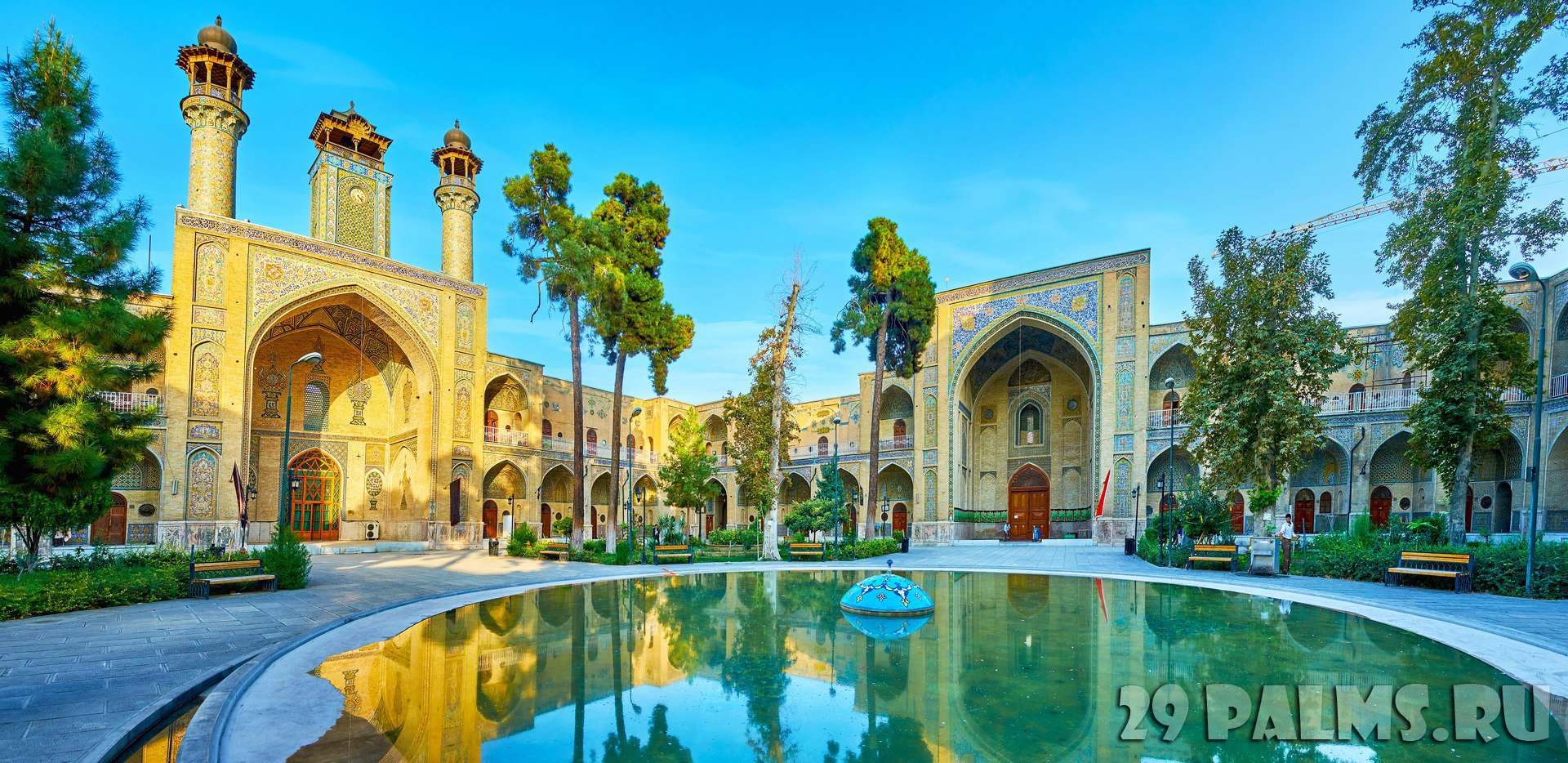 Иран. Тегеран. Мечеть Сепахсалар. The fountain in Sepahsalar mosque, Tehran. Фото efesenko - Depositphotos