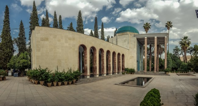 Иран. Шираз. Мавзолей Саади. Mausoleum of Persian poet Saadi in Shiraz. Iran. Фото By Alireza-Derogar - www.commons.wikimedia.org