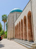 Иран. Шираз. Мавзолей Саади. Mausoleum of Persian poet Saadi in Shiraz. Iran. Фото dbajurin - Depositphotos