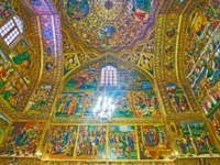 Иран. Исфахан. Ванкский собор. The richly decorated walls of Savior Cathedral-the central Christian temple of the city in Isfahan. Фото efesenko-Depositphotos