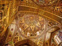 Иран. Исфахан. Ванкский собор. The beautiful paintings on the walls and ceiling of the Vank Cathedral interior. Фото dbajurin-Depositphotos