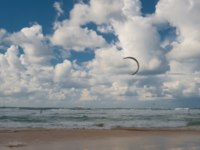 Клуб Павла Аксенова. Израиль. Ашдод. Kite surfer floating in the Mediterranean Sea on the sky with clouds background. Фото fotomedvedeva - Depositphotos