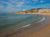 Клуб путешествий Павла Аксенова. Израиль. Ашкелон. View of Mediterranean sea shoreline from breakwater in Ashkelon, Israel. Фото Ilgonis-Depositphotos