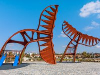 Израиль. Ашкелон. Architectural composition in the shape of whale's tail and small playground on promenade in Ashkelon, Israel. Фото rglinsky-Depositphotos