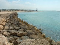 Клуб Павла Аксенова. Израиль. Ашкелон. Protecting stone mound in Ashkelon on the background of sea landscape. Israel. Фото Ilgonis-Depositphotos