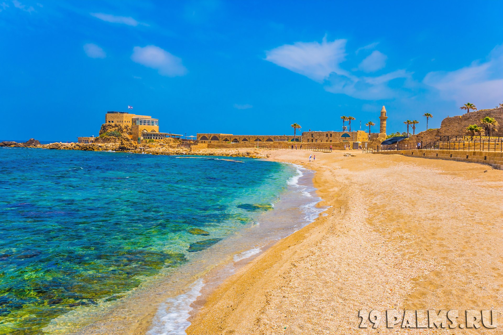 Израиль. Кесария. The port of King Herod in ancient Caesarea and the restored embankment. Excursion to the Archaeological Park of the Roman Empire. Фото kav