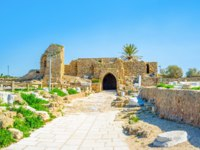 Израиль. Археологический парк Кесария. The preserved medieval Crusader Gate at the entrance to Caesarea archaeological site, Israel. Фото efesenko-Depositp