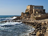 Израиль. Археологический парк Кесария. Ancient Romanian harbor and seaside in Caesarea, Israel. Фото Vladimir Khirman-Depositphotos