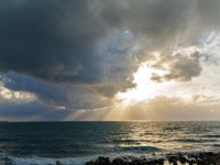 Израиль. Археологический парк Кесария. Sun Rays and Heavy Clouds above Mediterranean Sea near Caesarea Maritima, Israel. Фото Rostislavv-Depositphot