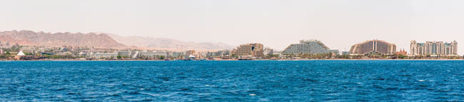 Израиль. Панорама Эйлата. Seascape view from the Red sea on the famous hotels on Eilat beach, southern resort in Israel. Фото YKD-Deposit