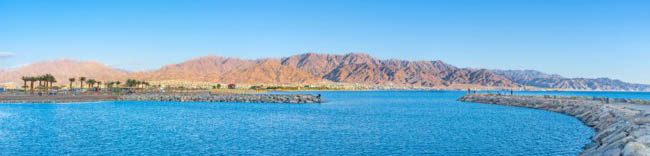 Израиль. Панорама побережья Эйлата. The new harbor of Eilat wih the view on coast of Jordan and the rocky mountains, Israel. Фото efesenko - Depo