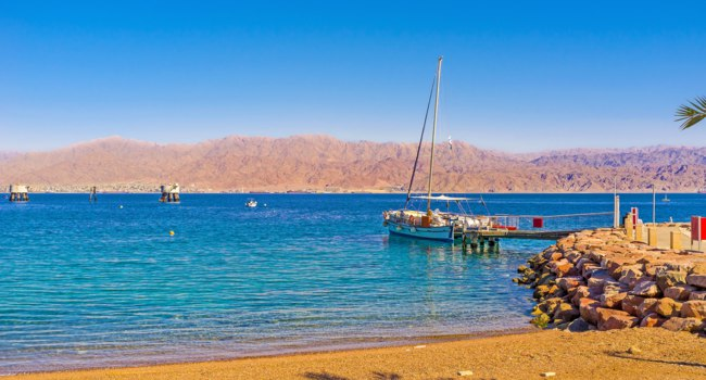 Клуб Павла Аксенова. Израиль. Эйлат. The cozy sand beach, in district of the Coral Beach Nature Reserve, Eilat, Israel. Фото efesenko - Deposit
