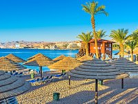 Израиль. Пляжи Эйлата. The empty central beach is a quiet place in the early morning, Eilat, Israel. Фото efesenko - Depositphotos