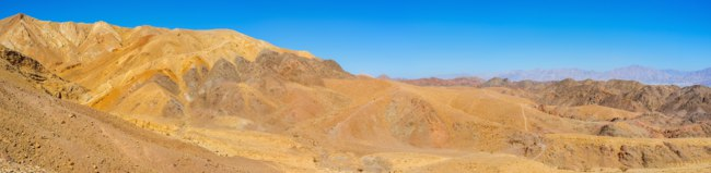 Израиль. Эйлат. The desert Eilat mountains are popular tourist place with the scenic landscape and unusual color, Israel. Фото efesenko - Depositphotos