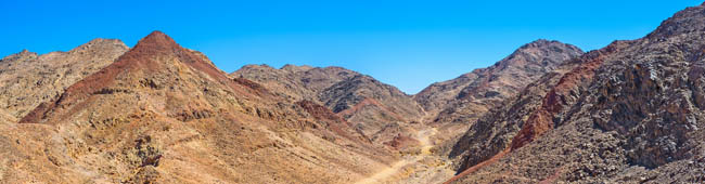 Клуб путешествий Павла Аксенова. Израиль. Эйлат. There are a lot of tourist pathes in Eilat Mountains, leading to the different peaks and valleys, Israel. Фото efesenko - Depositphotos