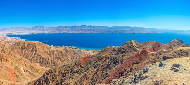 Израиль. Эйлат. The scenic colorful landcape of Eilat mountains with Aqaba Gulf in the distance, Israel. Фото efesenko - Depositphotos