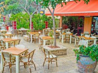 Израиль. Хайфа. The German Colony neighborhood is full of nice cafes and restaurants, offering the national cuisine, Haifa, Israel. Фото efesenko - Depositphotos