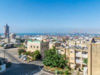 Клуб путешествий Павла Аксенова. Израиль. Хайфа. View of the downtown, and the port from Hadar HaCarmel neighborhood, Haifa. Фото RnDmS-Depositphotos