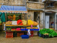 Клуб путешествий Павла Аксенова. Израиль. Хайфа. Scene of Wadi Nisnas market, with various vegetables on sale, in Haifa, Israel. Фото RnDmS-Depositphotos