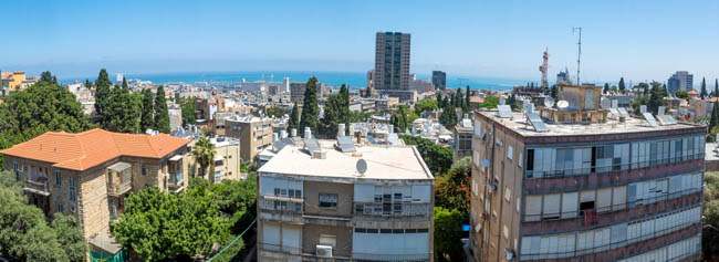 Израиль. Панорама Хайфы. Panoramic view of the downtown, and the port from Hadar HaCarmel neighborhood, Haifa, Israel. Фото RnDmS-Depositphotos
