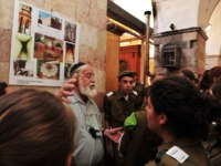 Israeli soldiers visit at the Cave of the Patriarchs in Hebron.According to tradition all the Patriarchsof the Jewish people. Фото lucidwaters-Depositphotos