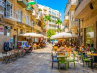 Израиль. Иерусалим. People are passing through the center of Jerusalem stretched alongside Jaffa street, Israel. Фото Dudlajzov-Depositphotos