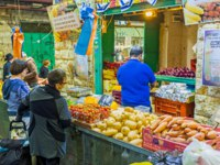 Израиль. Иерусалим. The locals say, that the prices and range of good is the best in Mahane Yehuda market in Jerusalem. Фото efesenko-Depositphotos