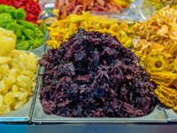 Израиль. Иерусалим. The candied hibiscus flowers and dried fruits in the stall of Mahane Yehuda Market, Jerusalem, Israel. Фото efesenko - Depositphotos