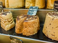 Израиль. Иерусалим. The heads of tasty halva sprinkled with chocolate chips in Jerusalem. Фото efesenko - Depositphotos
