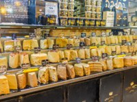 Израиль. Иерусалим. The various types of halva, the famous Eastern dessert, in Mahane Yehuda market in Jerusalem. Фото efesenko - Depositphotos