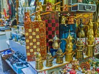 Израиль. Иерусалим. The market stalls of Jerusalem offer the wide range of gifts and souvenirs, among them the traditional chess. Фото efesenko-Deposit