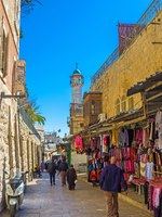 Израиль. Иерусалим. The colorful and noisy bazaar stretches from the Damascus Gate along the old walled city in Jerusalem. Фото efesenko - Depositphotos