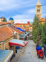 Израиль. Иерусалим. The market street of the Christian Quarter leads to the Lutheran Kirche of the Redeemer, Jerusalem, Israel. Фото efesenko - Depositphotos