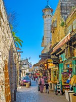 Израиль. Иерусалим. The white minaret rises over the bazaar in Muslim Quarter, next to Damascus Gate in Jerusalem. Фото efesenko - Depositphotos