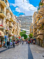 Израиль. Иерусалим. People are passing through the center of Jerusalem stretched alongside Jaffa street, Israel. Фото Dudlajzov - Depositphotos