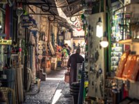 Израиль. Иерусалим. Merchant in the ancient corridors in the old City of Jerusalem, Israel. Фото RPBMedia - Depositphotos