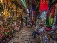 Израиль. Иерусалим. Merchant stores in the Muslim Quarter of the old City of Jerusalem, Israel. Фото RPBMedia - Depositphotos
