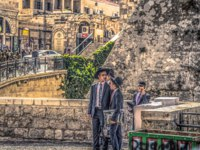 Израиль. Иерусалим. Старый город. Orthodox Jews in the entrance of the old City of Jerusalem, Israel. Фото RPBMedia - Depositphotos