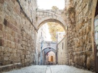 Израиль. Иерусалим. Старый город. Ancient streets and buildings in the old city of Jerusalem. Israel. Фото eunikas - Depositphotos