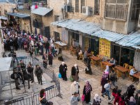 Израиль. Иерусалим. Виа Долороза. Military checkpoint on touristy via Dolorosa street in Jerusalem, Israel. Фото mazzzur - Depositphotos