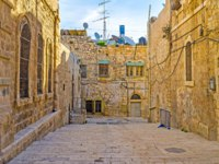 The street of the old city with the medieval stone residential houses, Jerusalem, Israel. Фото efesenko - Depositphotos