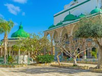 Клуб путешествий Павла Аксенова. Израиль. Акко. Al Jazzar Mosque (the white mosque) in the old city of Acre - Israel. Фото efesenko - Depositphotos