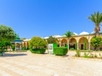 Клуб путешествий Павла Аксенова. Израиль. Акко. Al Jazzar Mosque (the white mosque) in the old city of Acre - Israel. Фото RnDmS - Depositphotos